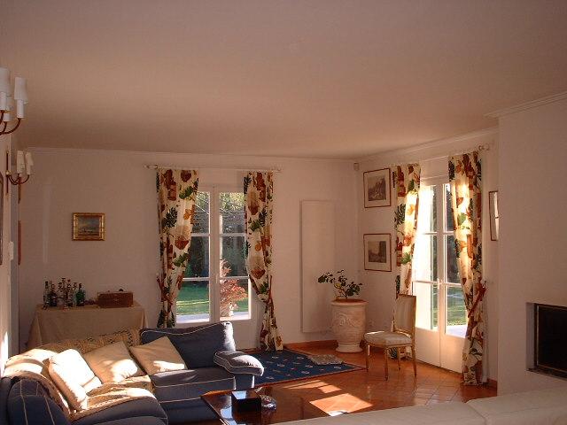 aix en provence location salon. Black Bedroom Furniture Sets. Home Design Ideas